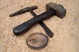 Nástroje středověkého horníka: Keramický kahan a kladívka